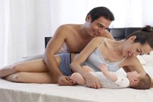 Hài hước chuyện vợ chồng trẻ bị 'bắt quả tang' khi 'yêu'